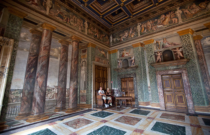 Arte panoramica rinascimentale all'interno di Villa Farnesina. © prilfish