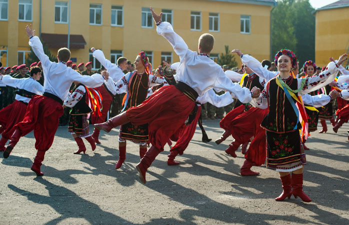 traditional-russian-dance-dance-around-the-world