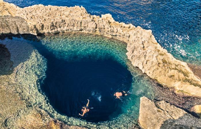 Immersioni nel Blue Hole sull'isola di Gozo