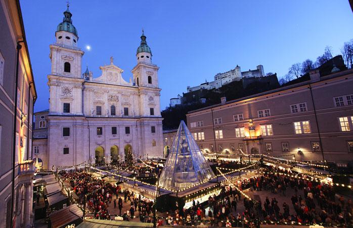 Il mercatino di Natale di Salisburgo si trova nella magnifica piazza Residenzplatz