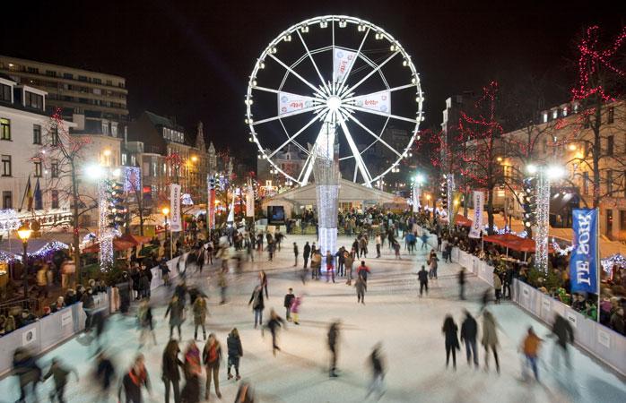 Dopo lo shopping natalizio, provate il pattinaggio su ghiaccio su Place Sainte-Catherine