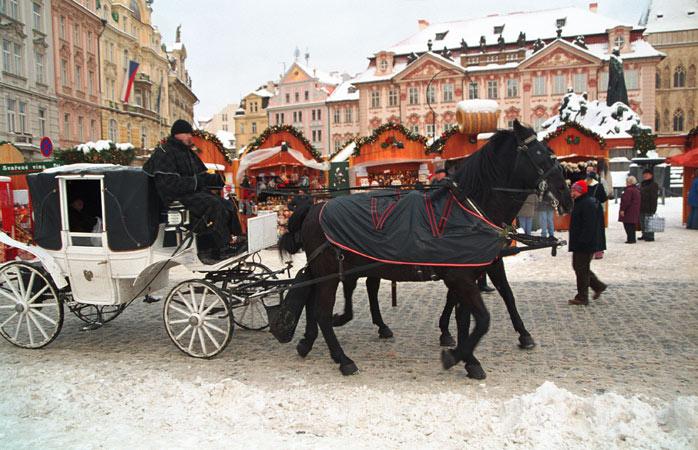 Il mercatino di Natale più incantevole di Praga si svolge nella Piazza della Città Vecchia