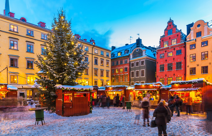 La splendida atmosfera del mercatino di Natale nel centro città di Stoccolma