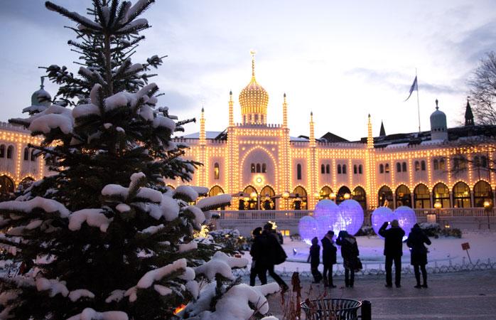 Tivoli è la destinazione ideale per scoprire il miglior mercatino di Natale di tutta Copenaghen