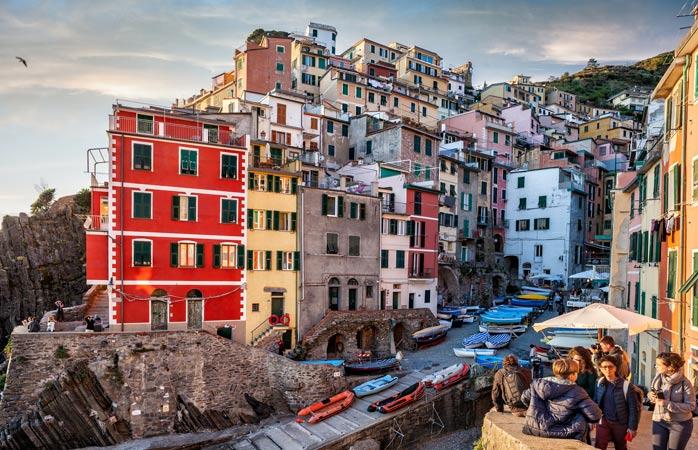 La coloratissima Riomaggiore, una delle perle nelle Cinque Terre