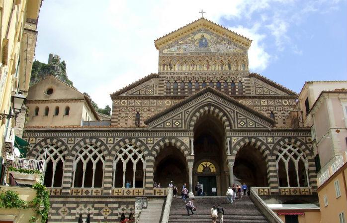 La suggestiva Cattedrale di Amalfi sarà quasi tutta per voi ad aprile, un privilegio concesso a pochi...